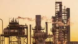 石油精製会社